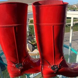 Gorgeous Michael Kora red rain boots